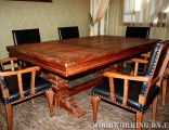 Деревянный стол и стулья оббитые кожей