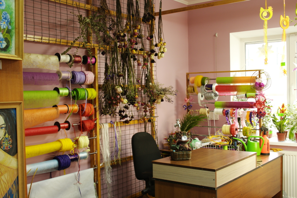 станция, выходите, купить помещение под цветочный магазин отводит