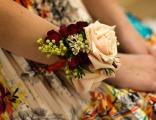 Браслеты из цветов на руку