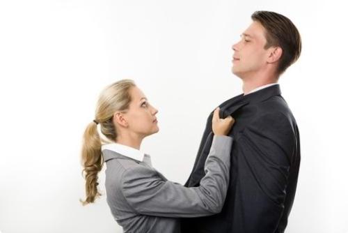 pochemu-agressivnost-devushka-ne-seksualna