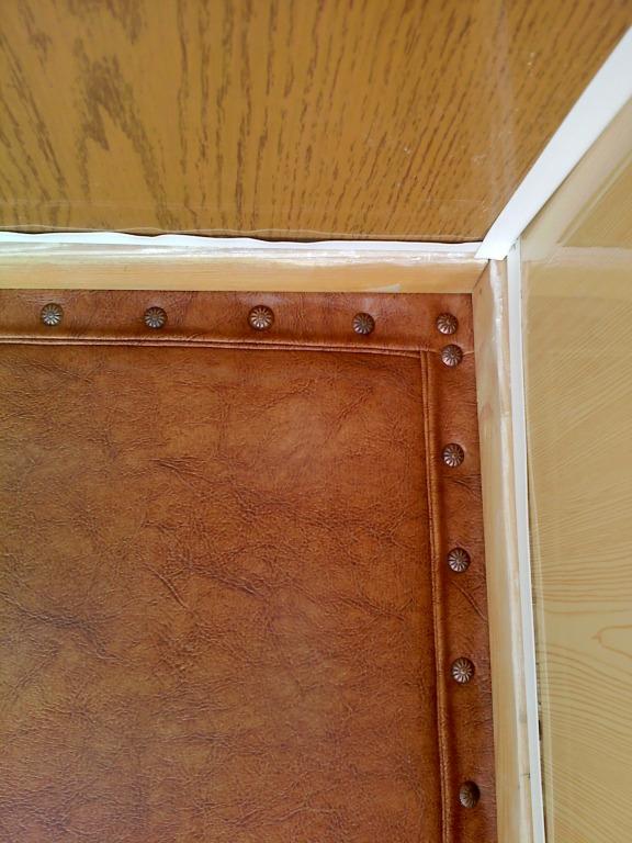 утипление металлической входной двери в дом